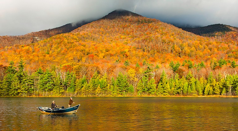 vacation-ideas-spots-fall-vermont-lux3382ag-144727-vi-770x425