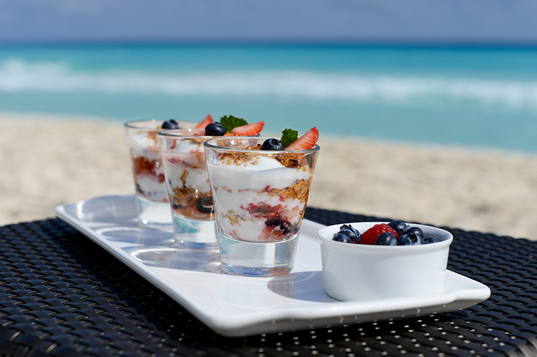 healthy-breakfast-ideas-recipes-Breakfast-Parfaits-vi-770x513