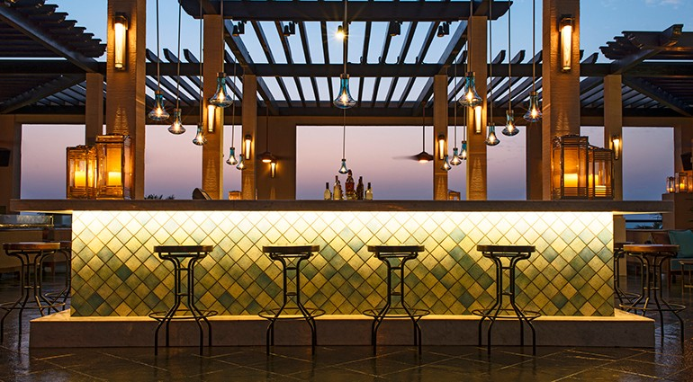 Starwood-Hotels-Rooftop-Bar-Le-Meridien-Dubai-mer1897re-134772-vi-770x425