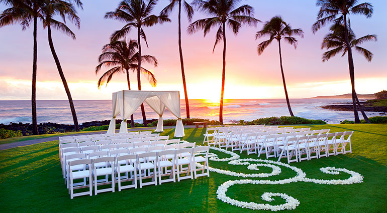 Hawai'i beach wedding